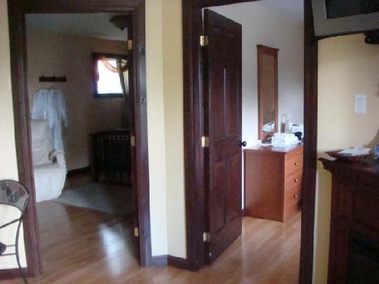 Hotel in Les Pays-d'en-Haut Region is providing luxury Accommodation in Saint-Sauveur. visit us .
