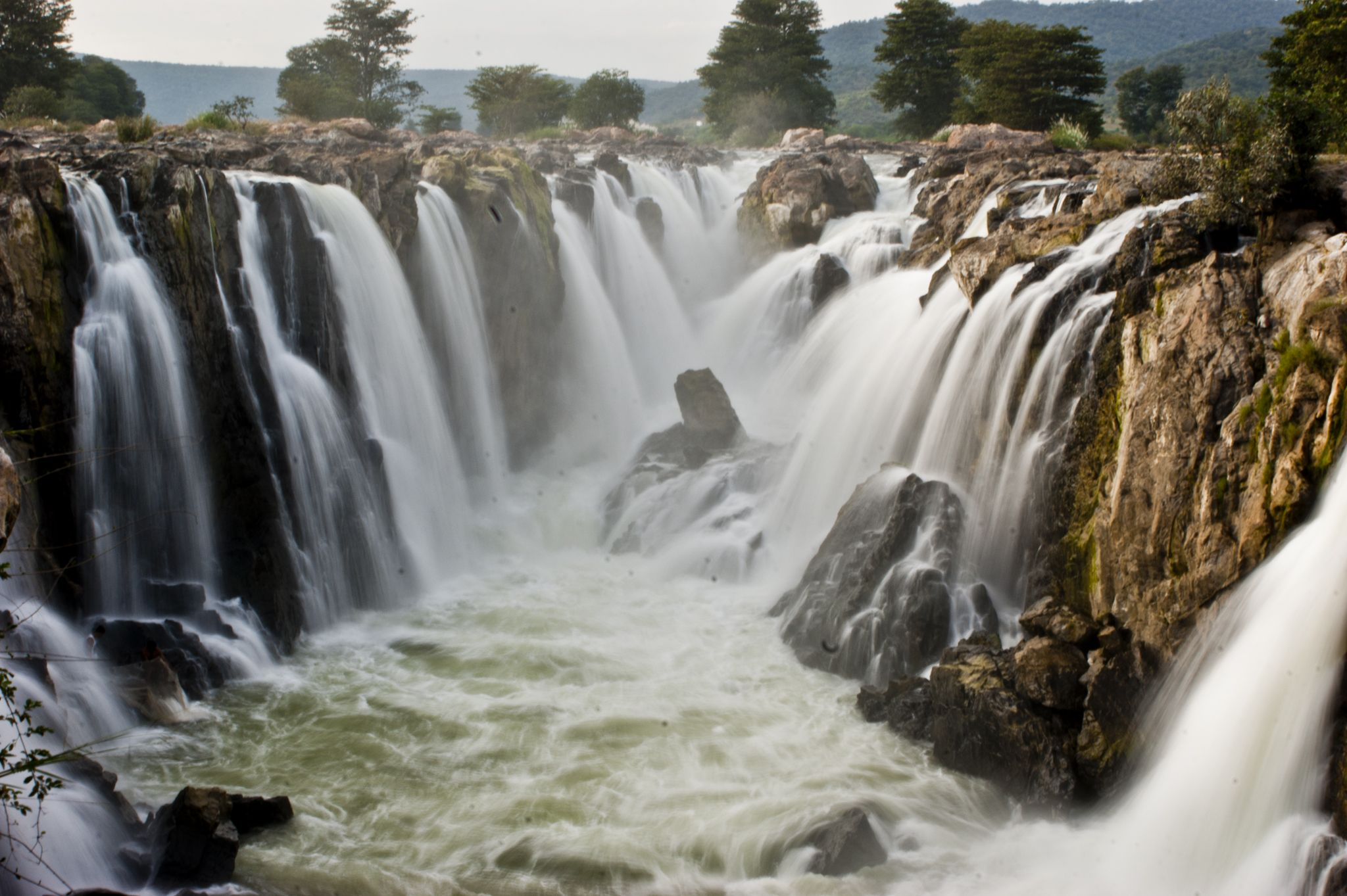 10 Stunning Waterfalls Near Bangalore Worth Spectating