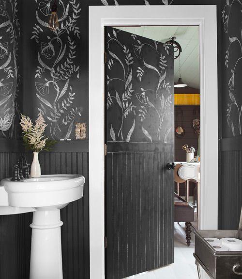 Elegantissime queste decorazioni murali bianco su nero