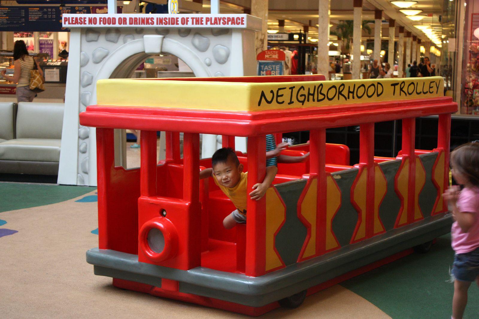 neighborhood trolley! The neighbourhood, Food drink