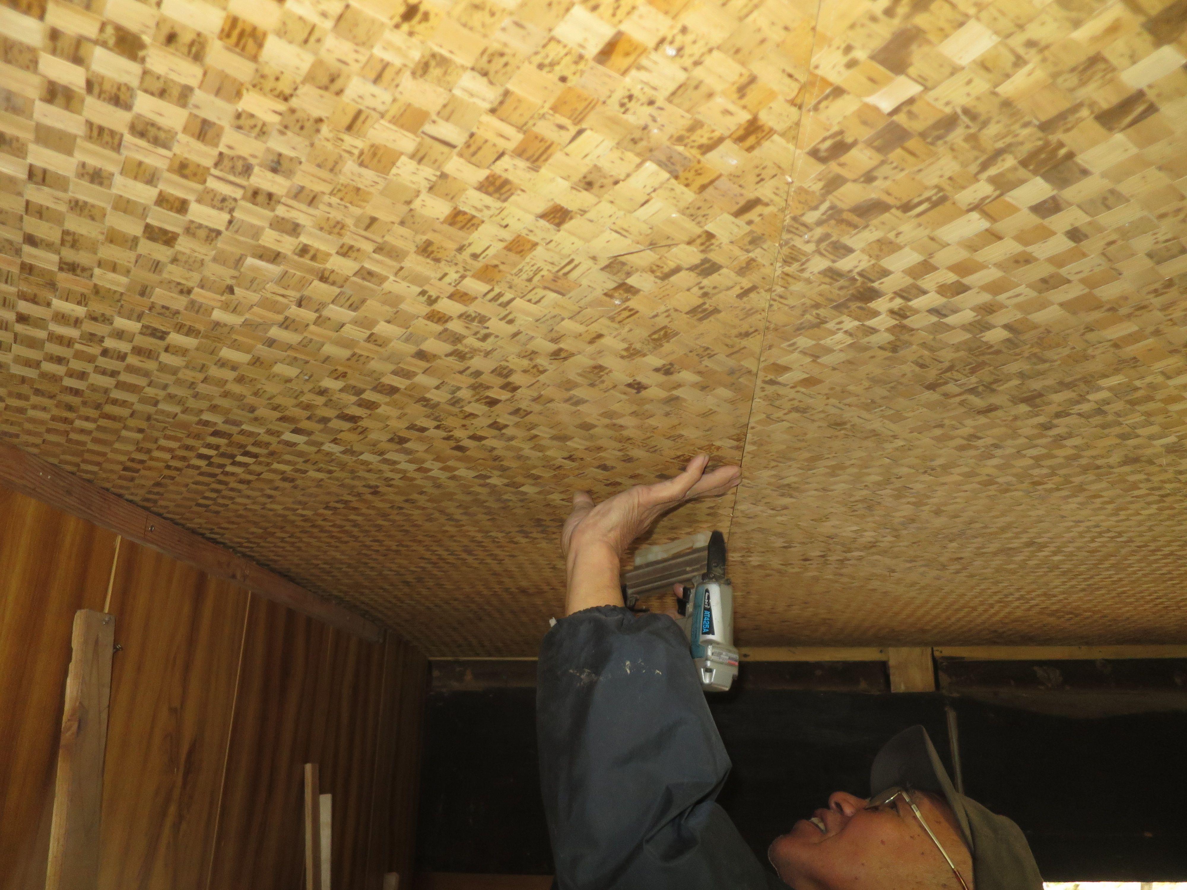 玄関天井 自然素材 竹の皮アジロ 玄関 天井 玄関 天井