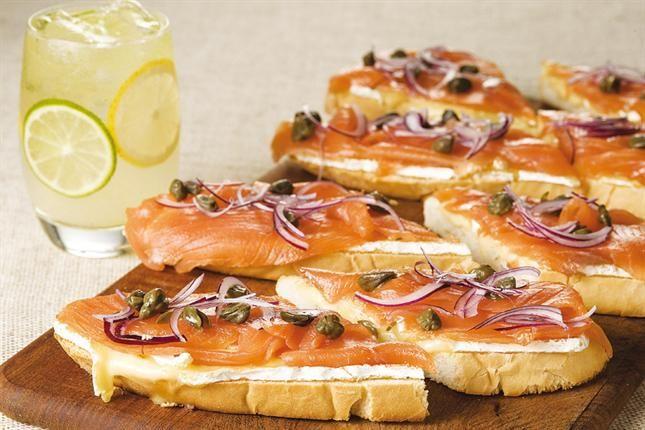 Tartine de salmón ahumado y queso brie