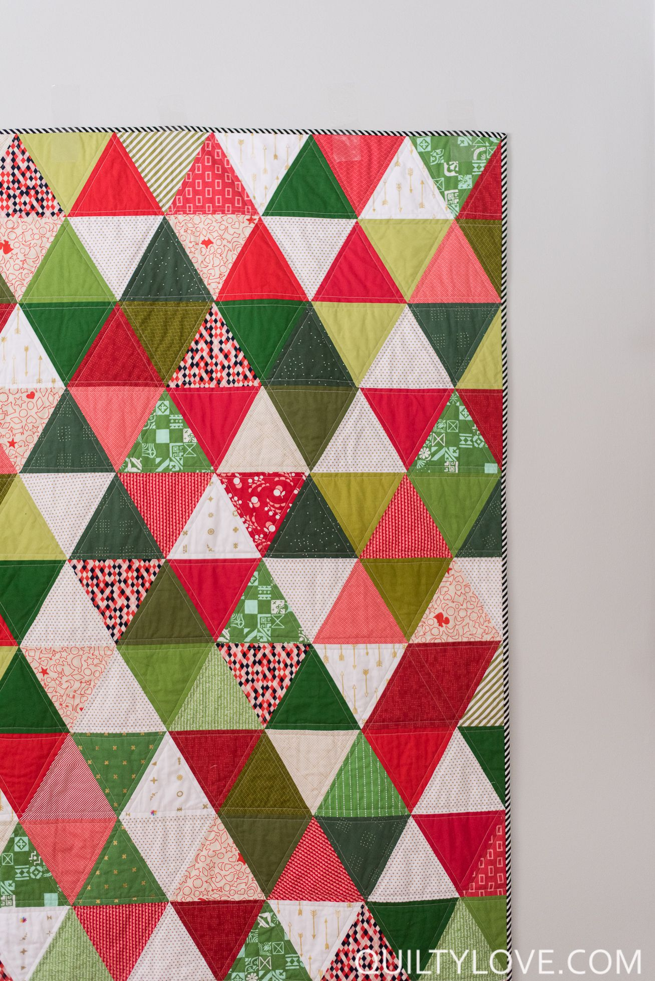 Scrappy Triangle Quilt The Christmas One Quilty Love In 2020 Modern Christmas Quilt Triangle Quilt Christmas Quilt Patterns
