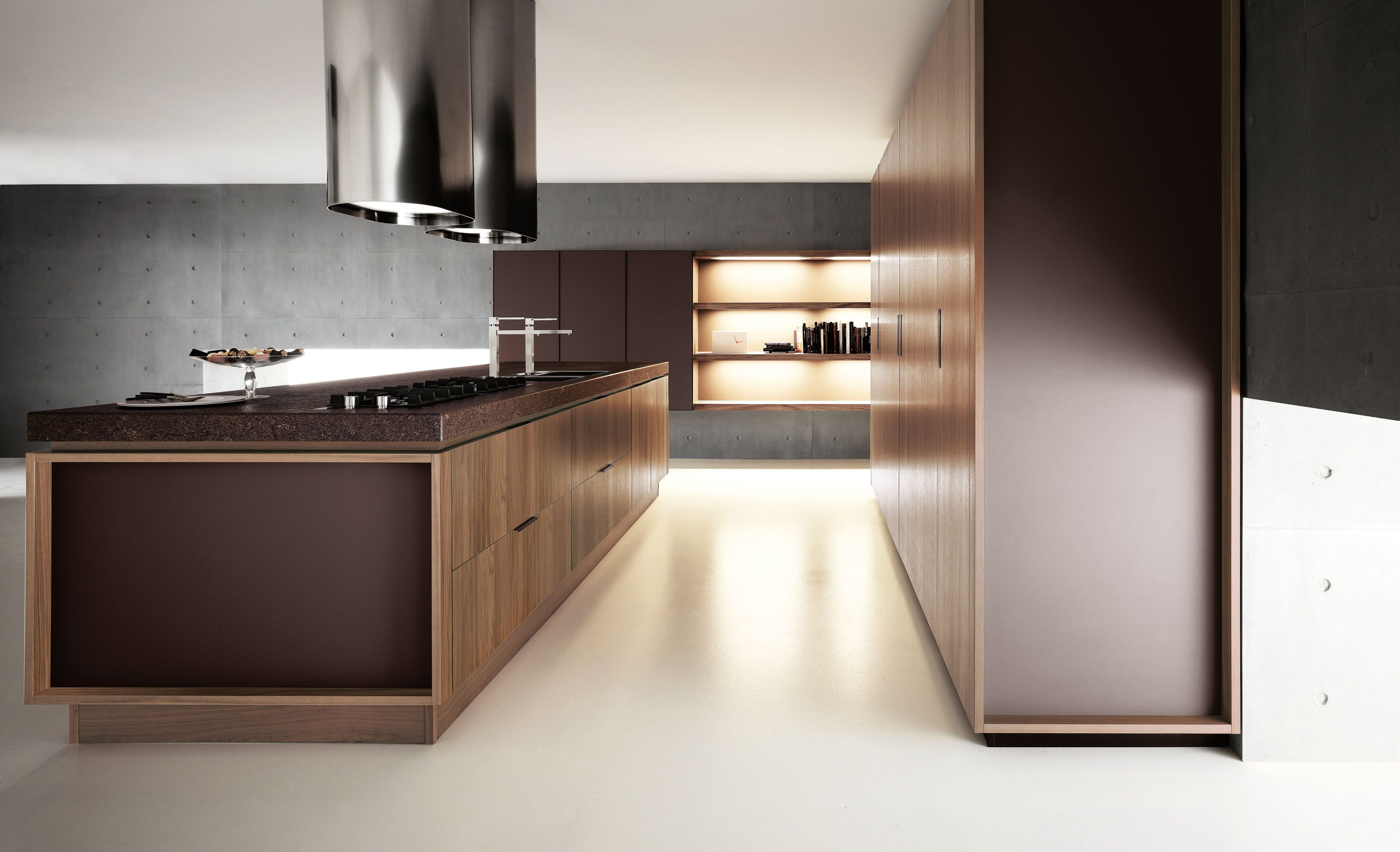 Yara nella calda essenza noce canaletto. Yara in warm black walnut ...