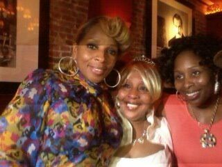 With her Mom Cora & older Sister Latonya | Mary J  Blige | Famous