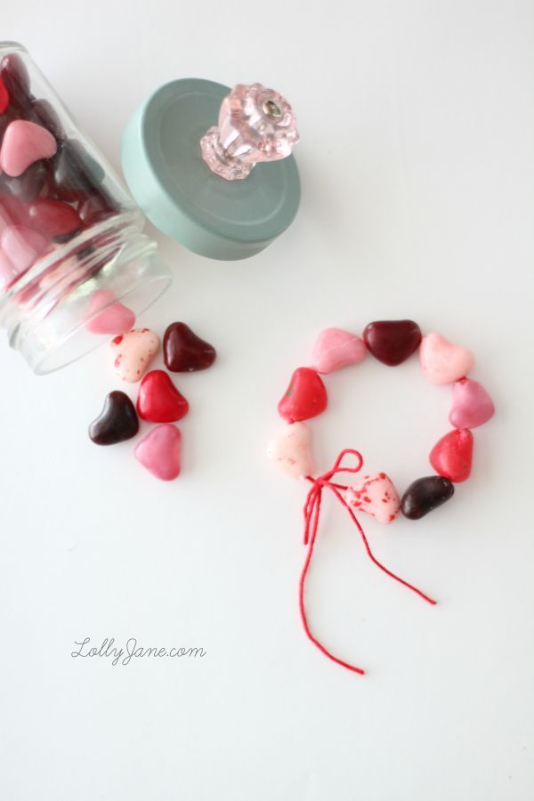 How To Make An Easy, Edible Candy Heart Bracelet For Valentineu0027s Day!  (lollyjane