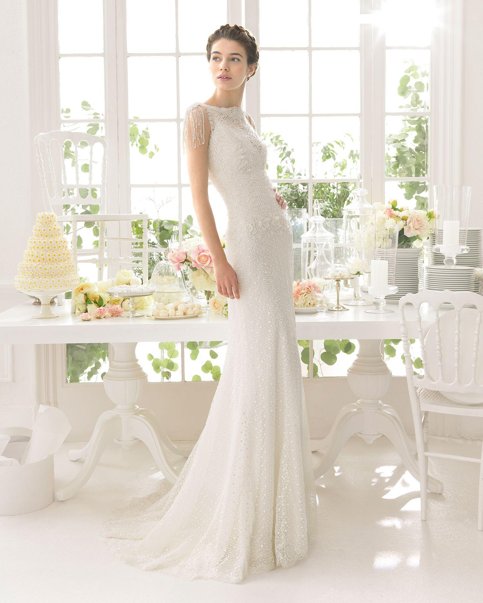 Aire barcelona wedding dresses  Brudekjole Ador med lille ærme af perler Dertil havfruefacon og