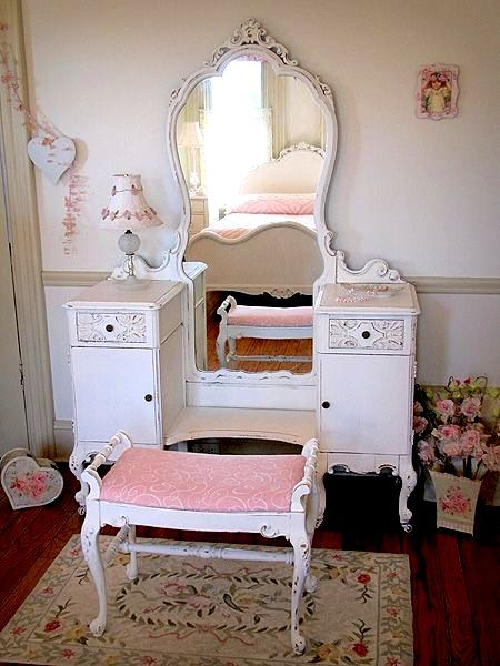 Nice Teen Girls Room Dressing Table Ideas Using Vintage Vanities
