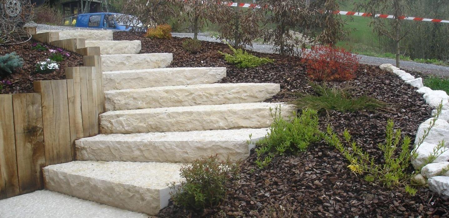 Escalier balanc en calcaire jardin pinterest escaliers ext rieur et jardins for Escalier dans un jardin