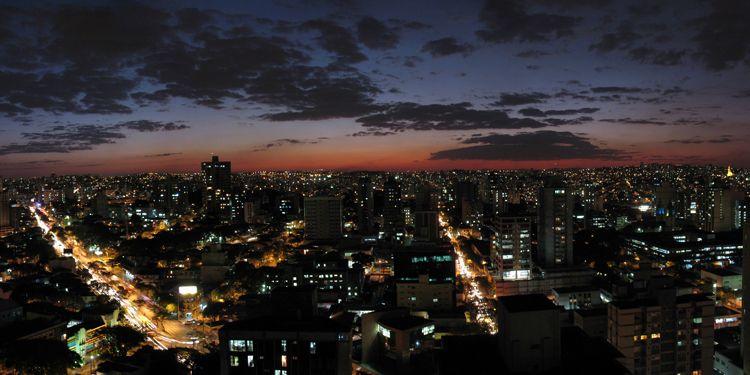 Belo Horizonte (MG) ao anoitecer | Fotografia de Viana | Olhares.com