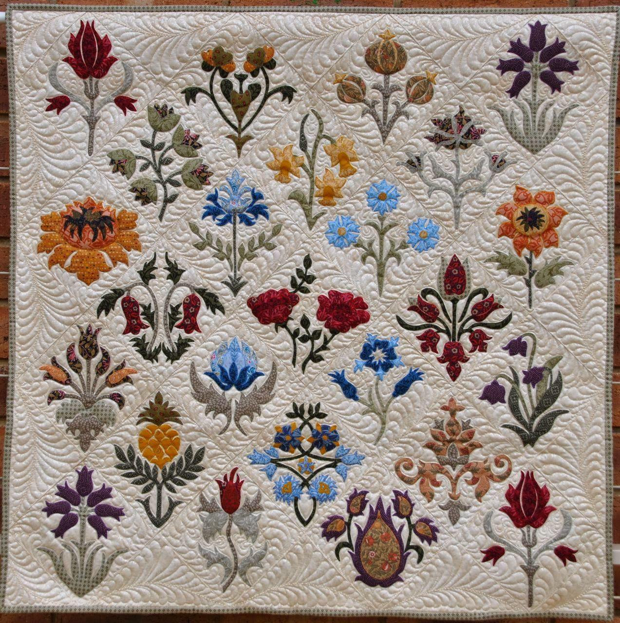 Such lovely appliquéd flowers and feather quilting. William Morris in Quilting - Hledat Googlem
