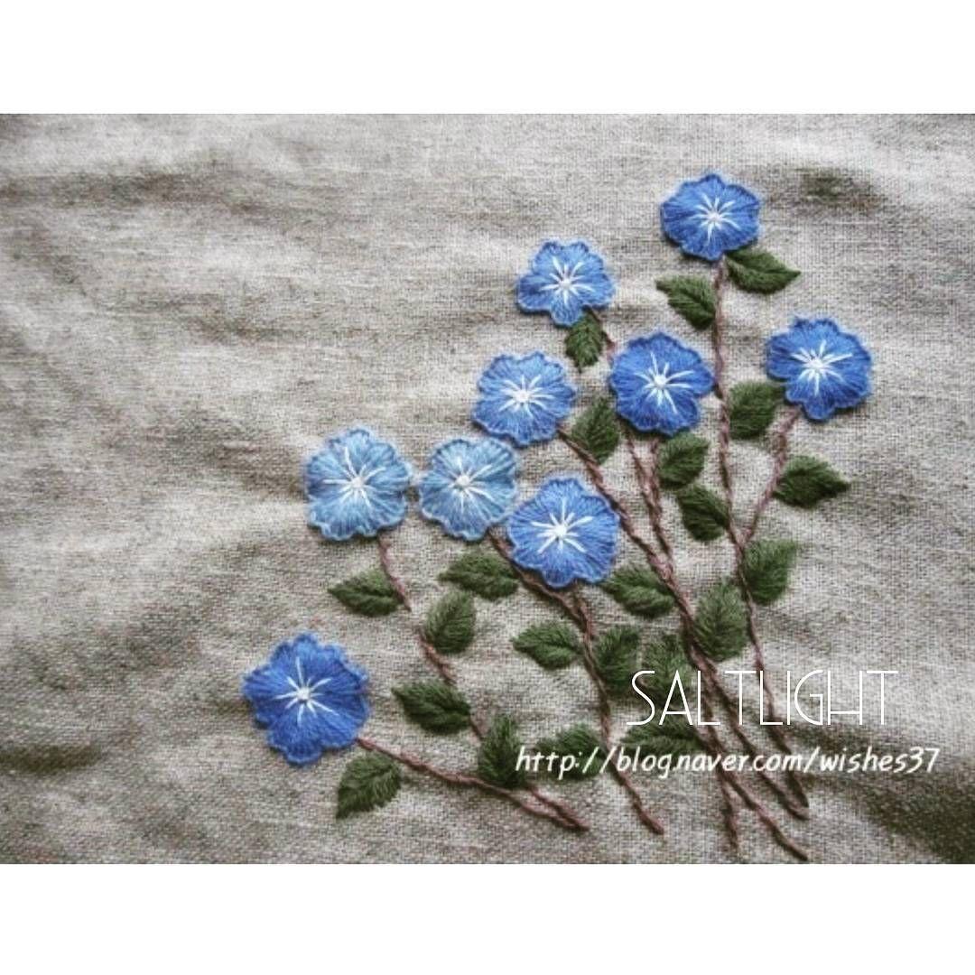 푸른꽃 아메리칸블루 수놓는 방법은《손끝에서피는 꽃과 자수》 p. 89 자수디자인출처ㅡ #소금빛자수 #아메리칸블루  #모사자수실 #자수재료…