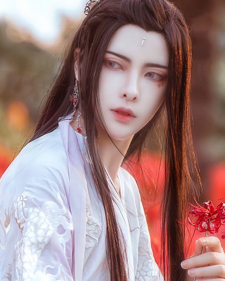 粉黛掩 眉眼 犹少年 長髪 イケメン 美しいモデル モデル 写真