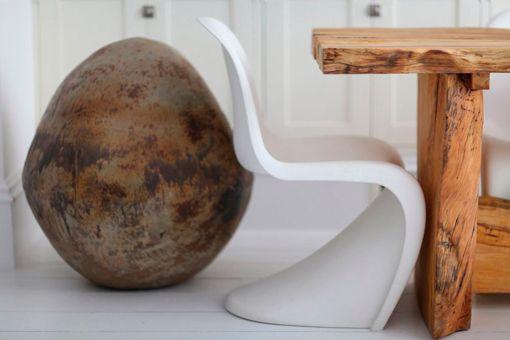 silla-phanton-y-mesa-de-madera