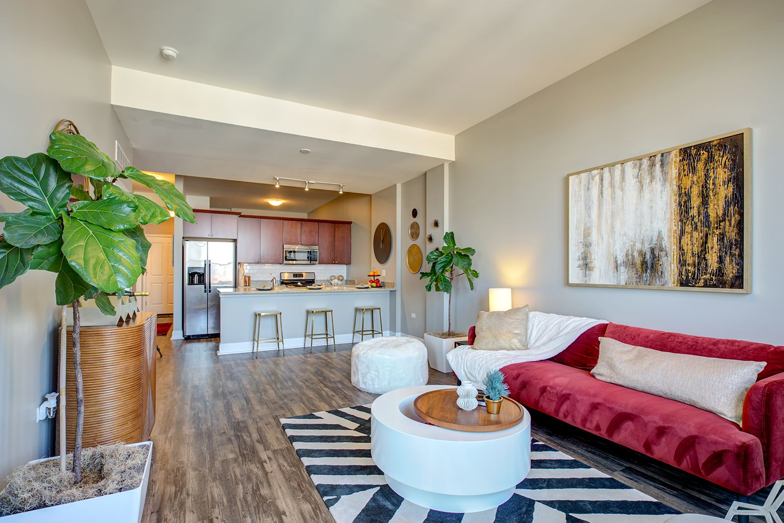 Arrivesouthloop In Chicago Has Apartments With Modern Interior Finishes That Include Granite Kitchen Islands With Do Apartments For Rent South Loop Apartment