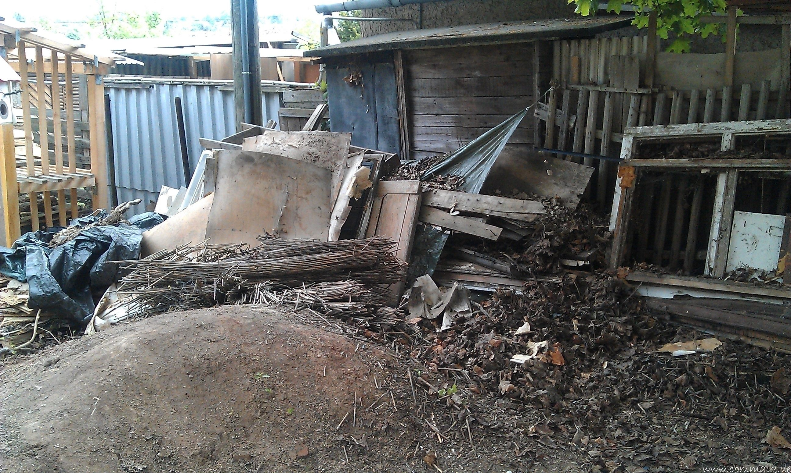 Das zweite Brennholzregal entsteht Brennholzregal