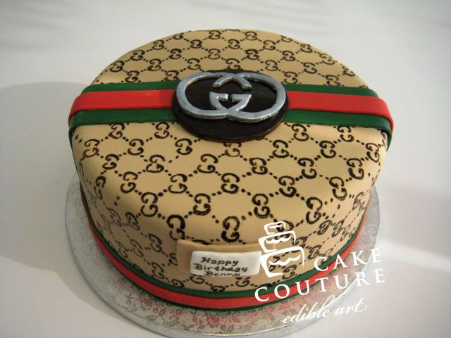Gucci monogrammed fondant cake by Cake Couture labelwhore