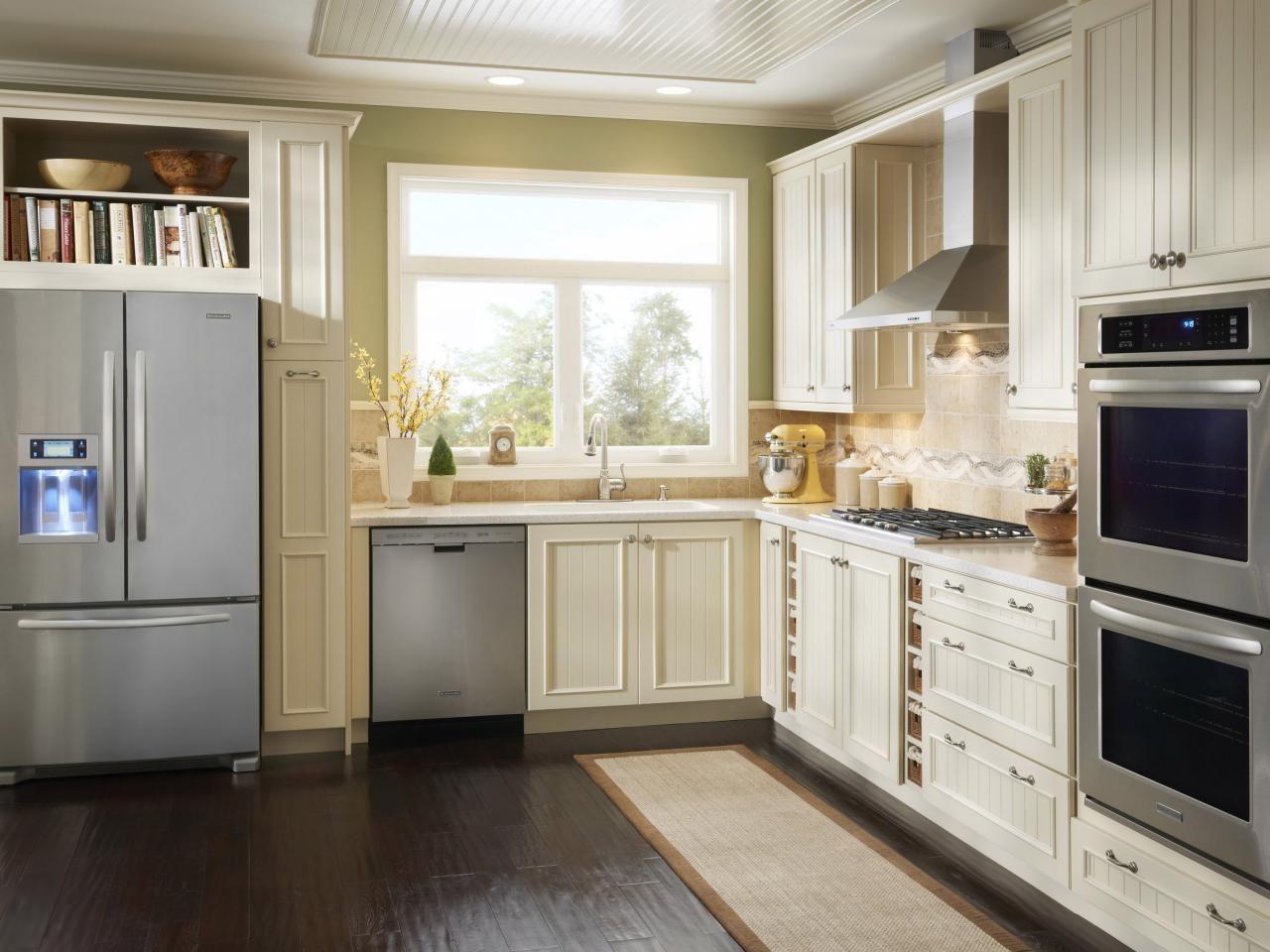 Küchenschränke für kleine küchen small kitchen design smart layouts u storage photos  kitchen