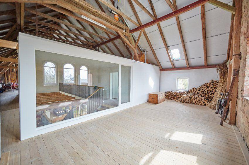 wohnen in der scheune mal den palast ins dorf lassen. Black Bedroom Furniture Sets. Home Design Ideas