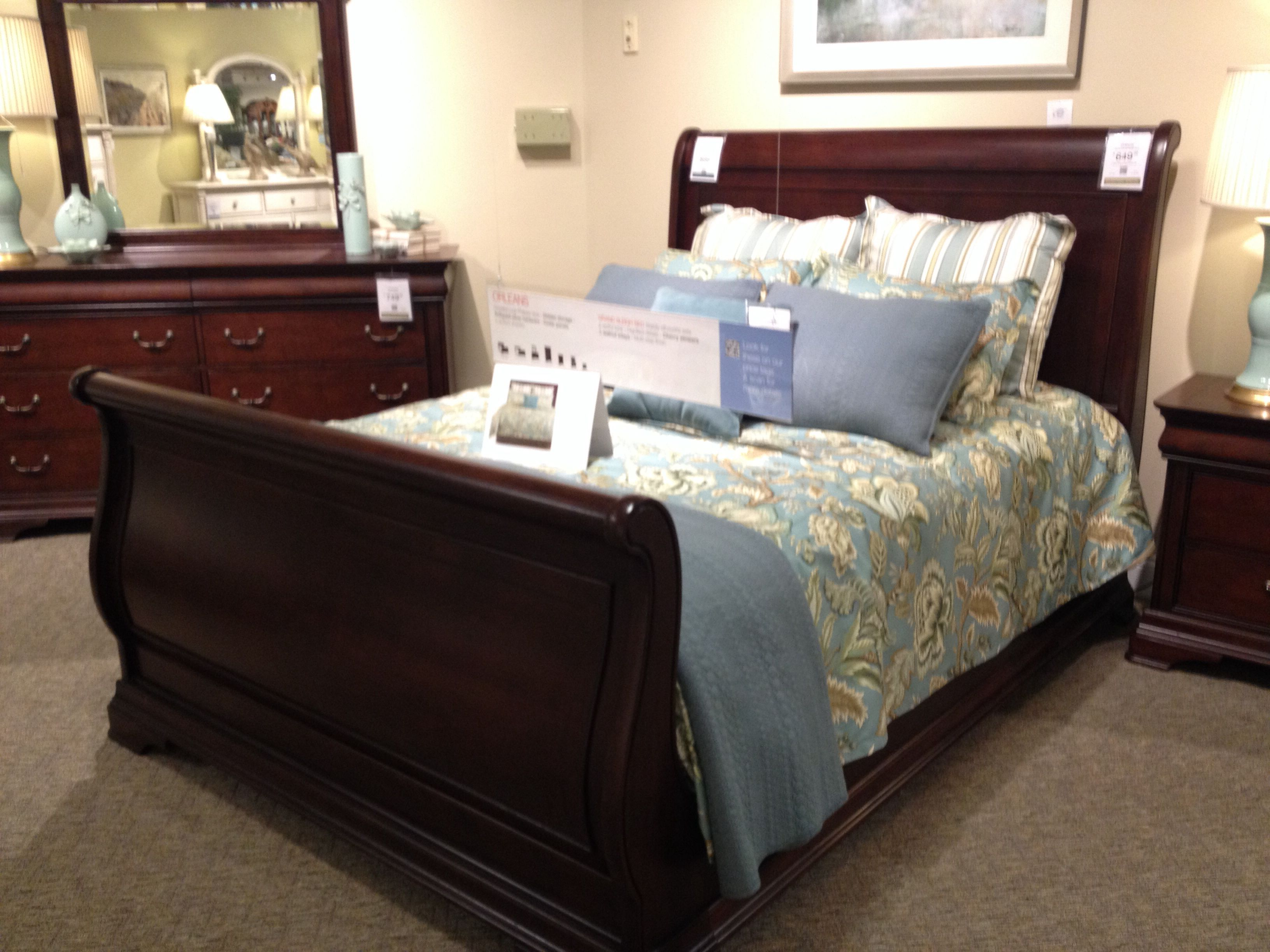 Haverty S Orleans Queen Grand Sleigh Bed Cherry 599