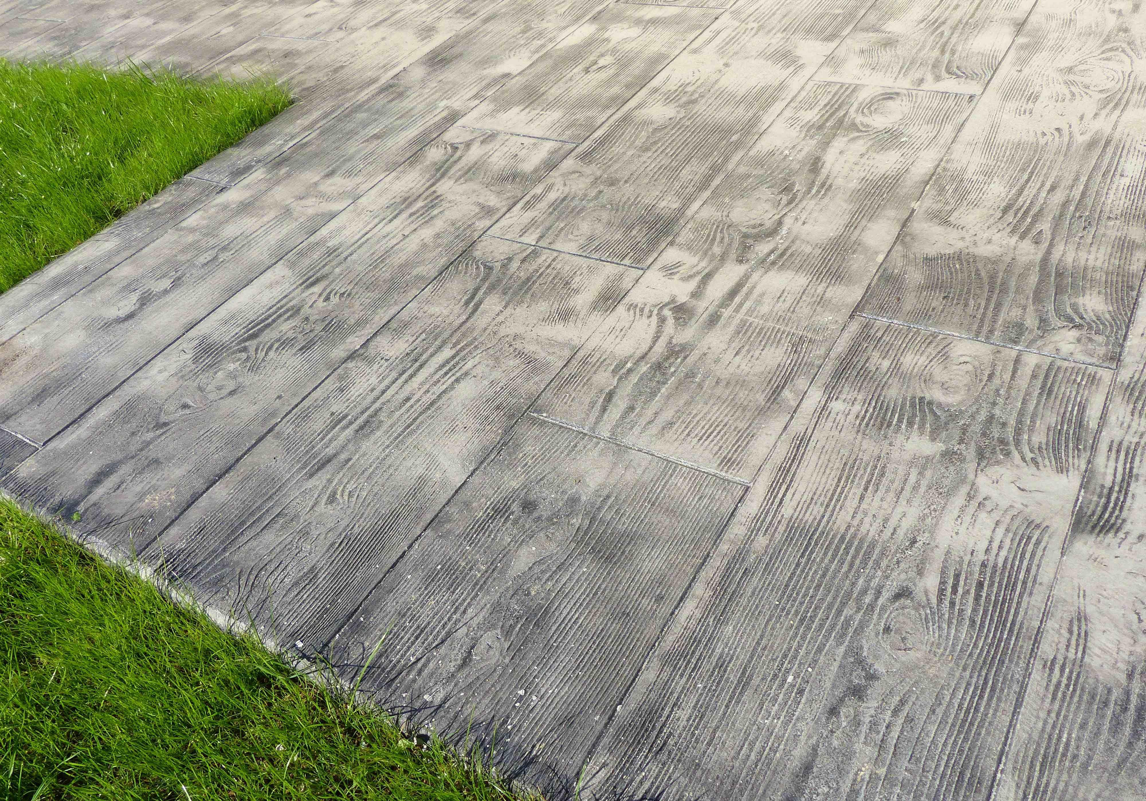 Terrasses Pres De St Brieuc Cotes D Armor En Beton Imprime Gris Aspect Plancher Bois Fred Toma Paysagiste Plancher Bois Terrasse Beton Imprime