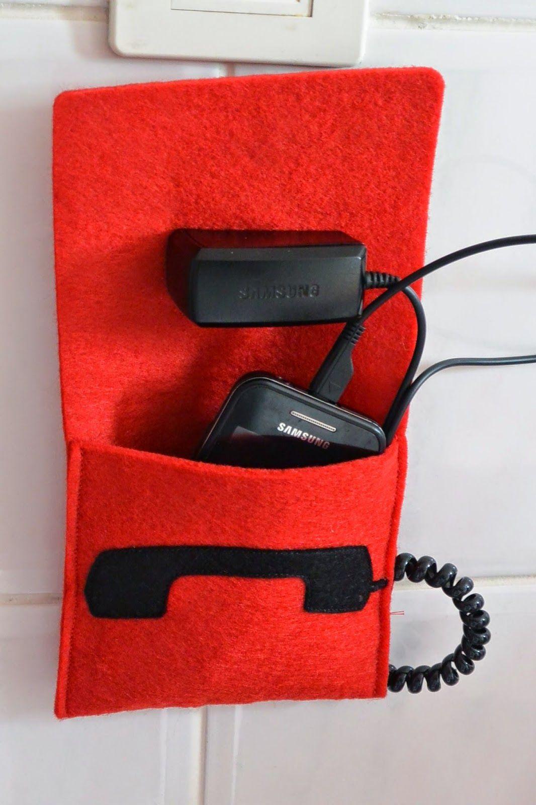 Housse   étui personnalisée faite main en feutrine utilisable pour chargeur  tout téléphone. 5e6b9ead2b9
