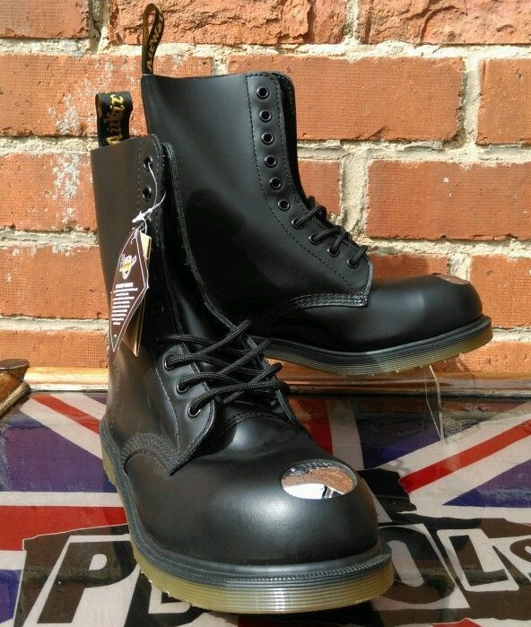 26be8a0968abd Dr Martens MAINE Boots UK 8 Punk Skin 10 hole Exposed Steel Toe RRP £160  NEW!