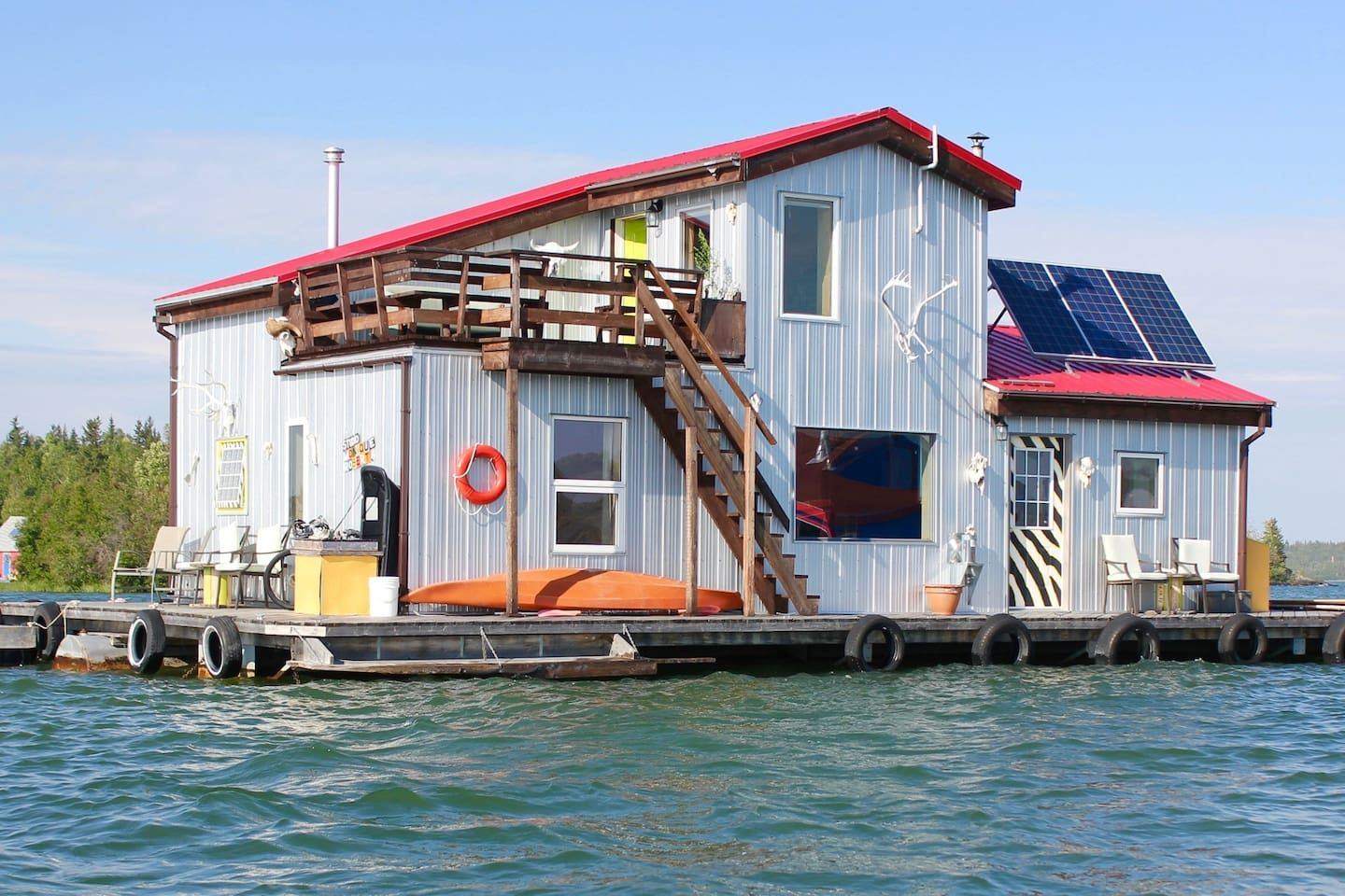 Mo's Houseboat B&B - Bed & Breakfasts for Rent in Yellowknife