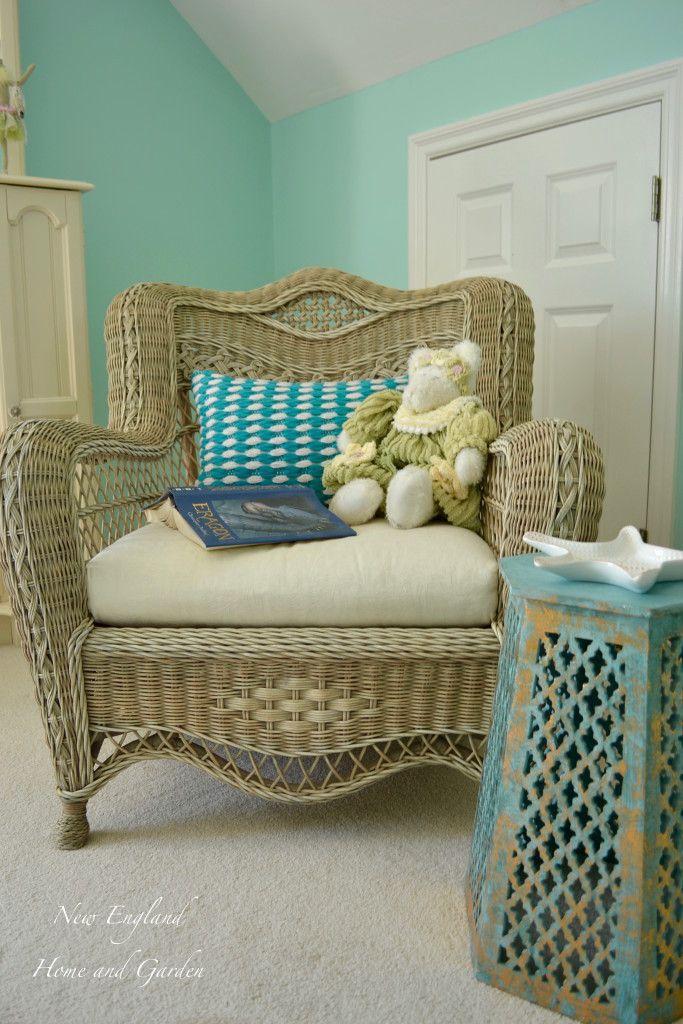 Teen Girl Bedroom Update - New England Home and Garden http://newenglandhomeandgarden.net/updating-our-teens-bedroom/