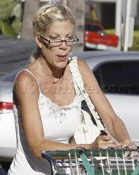 tori spelling....love these eyeglasses!!!
