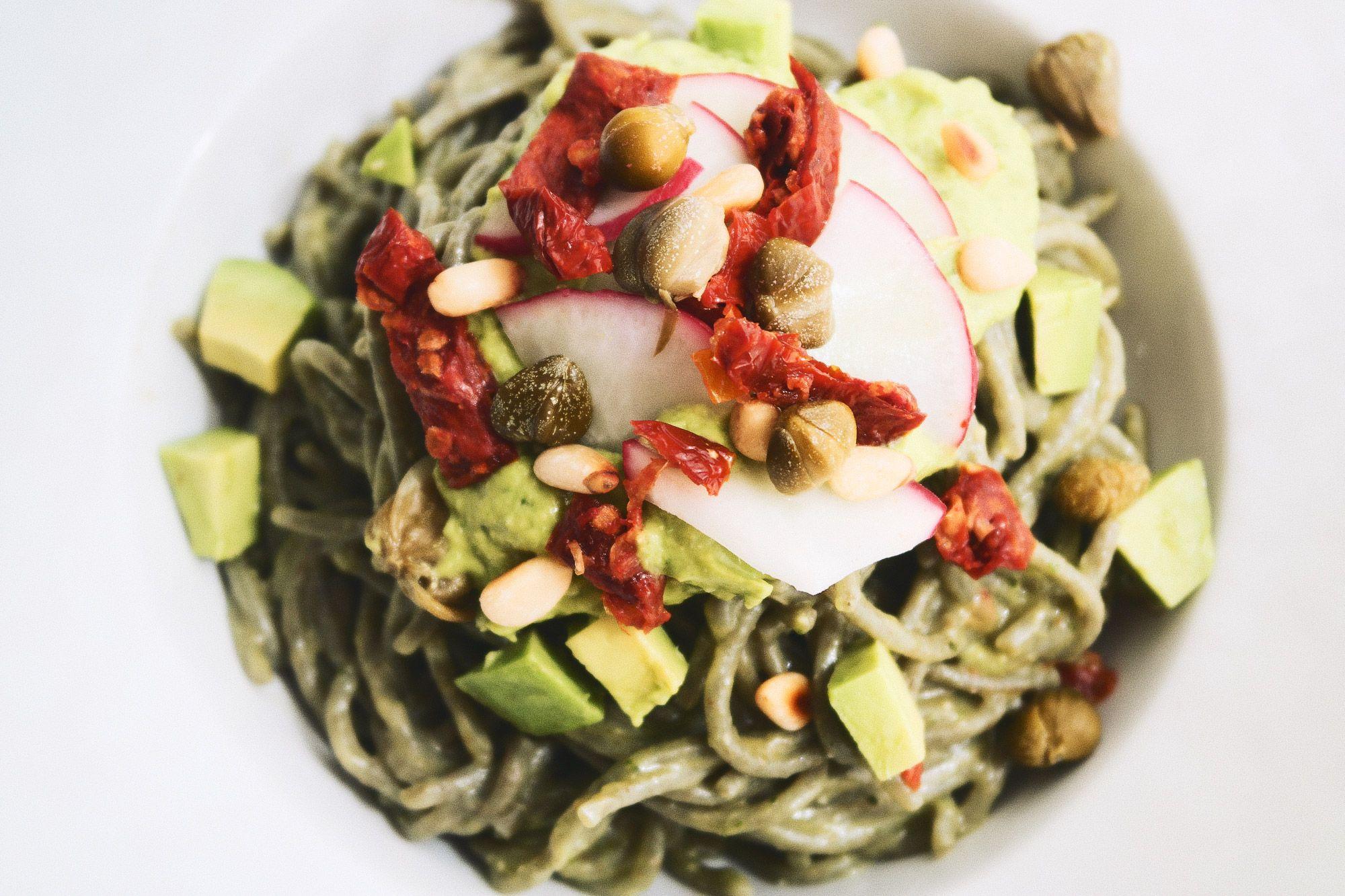 Pasta Verde con Aguacate y Tomate Seco | http://sutobu.es/recetas-cocina/recetas-favoritas/pasta-verde-con-aguacate-y-tomate-seco/