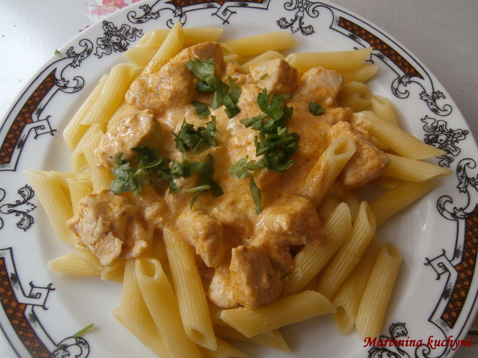 Recept přidávám se souhlásem majitelky MARTINY http://martininakuchyne.blogspot.cz/2013/07/penne-s-pestem-kurecim-masem.html