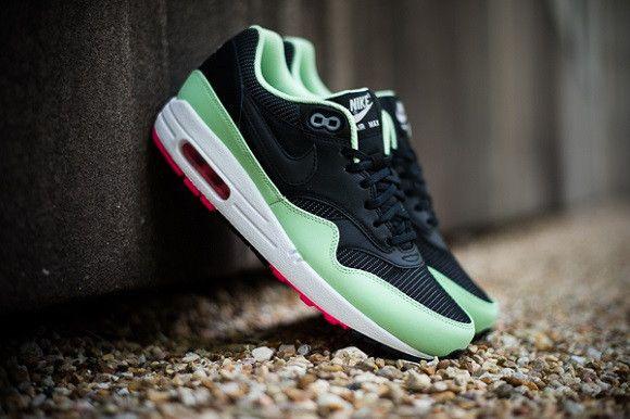 Nike AIR MAX 1 FB Yeezy | Sneakers, Nike chaussures de sport