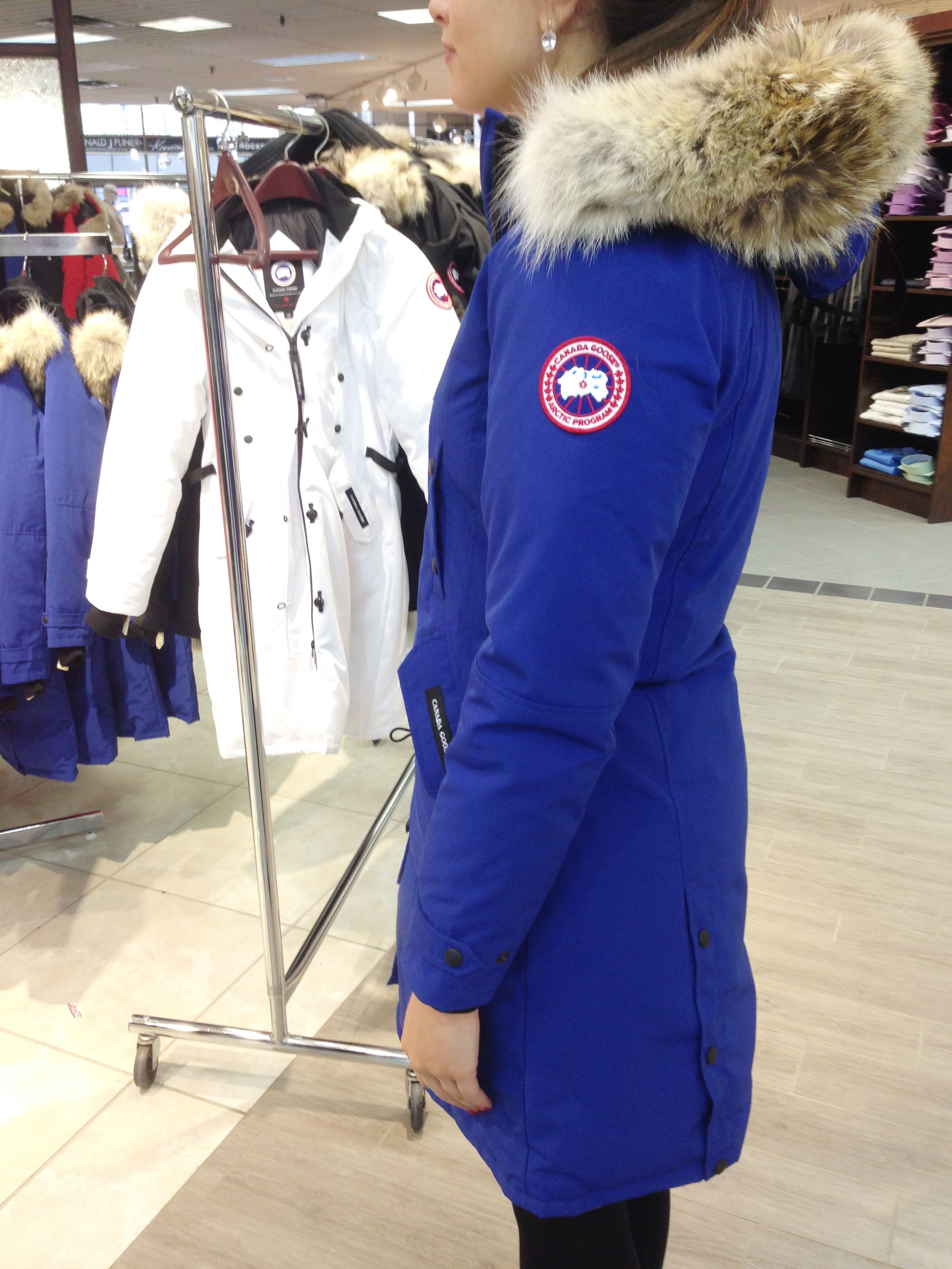 Canada Goose Kensington Parka  Long and slim-fitting 6c32cbba59