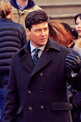Kyle Chandler, lookin' mighty presidential. | Oh! You ... | 264 x 400 jpeg 21kB
