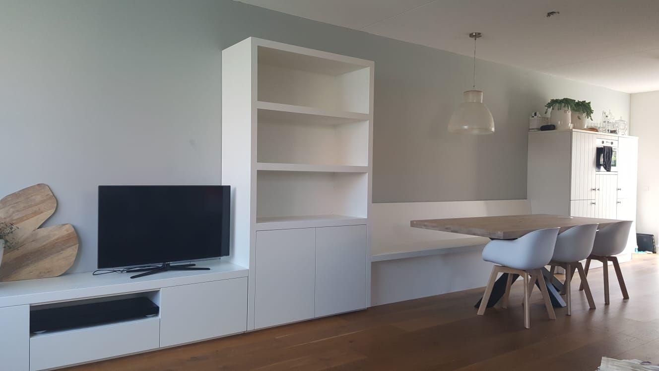 Wit Bankje Eettafel.Interieur Inspiratie In Wit Deze Eettafel Bank Vakken Kast En Tv