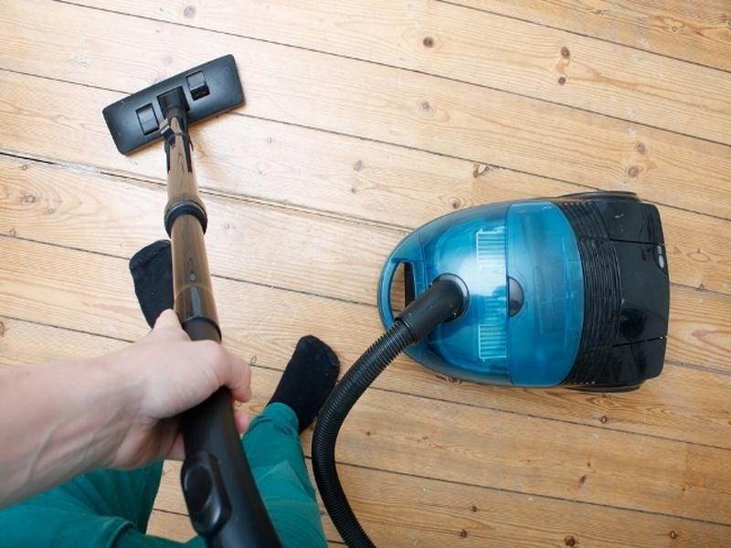 Blue vacuum for hardwood floor