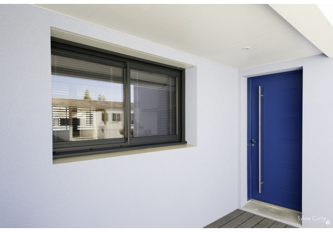 Fenêtre Alu Gris Anthracite Et Porte Dentrée Alu Bleue Avec Barre