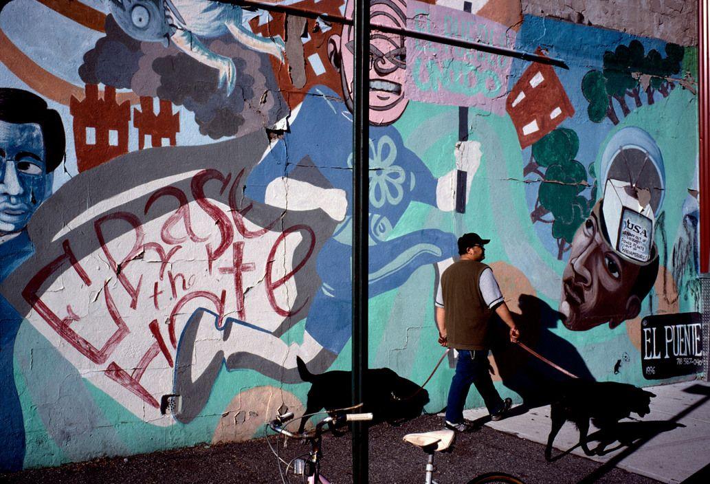 Alex Webb USA. Brooklyn, New York. 2005. Williamsburg.
