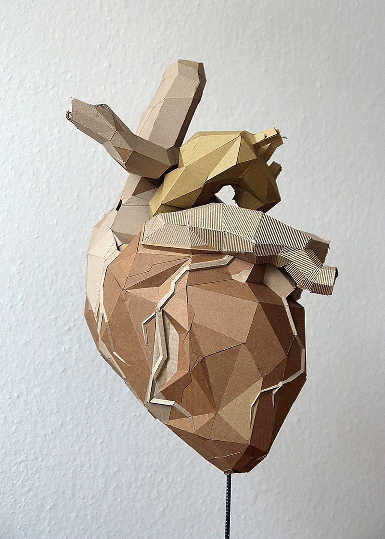 Corazón hecho con arte en cartón | Arte con cartón | Pinterest
