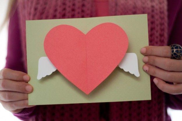 Biglietti pop up di Natale fai da te: cuore con ali