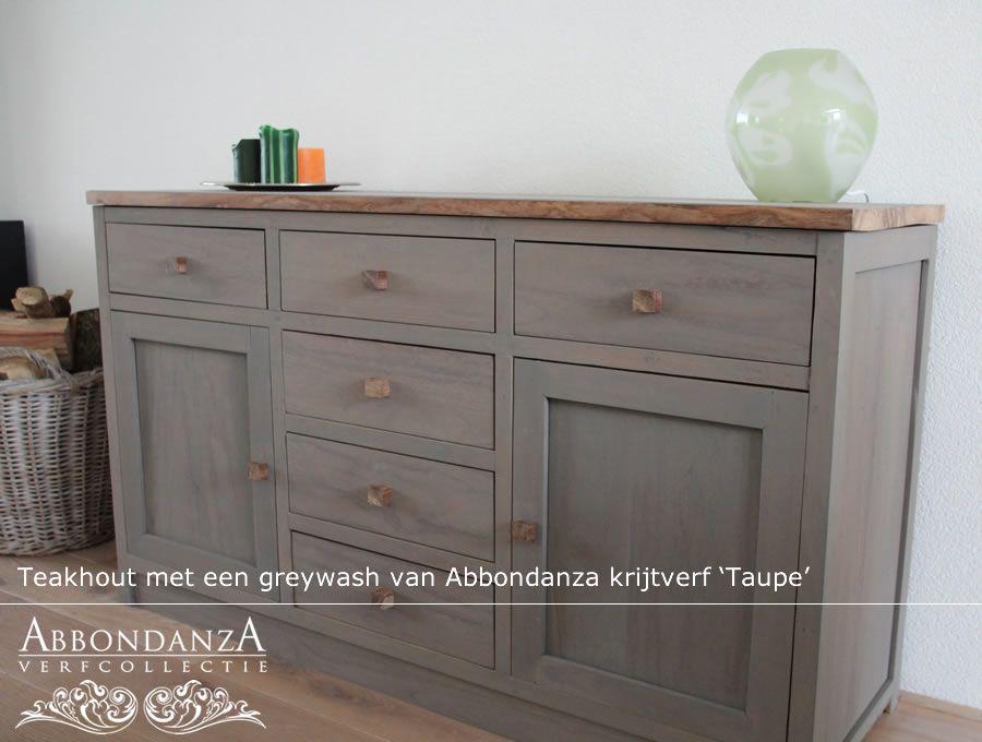 Dit teakhouten dressoir kreeg een greywash met abbondanza krijtverf