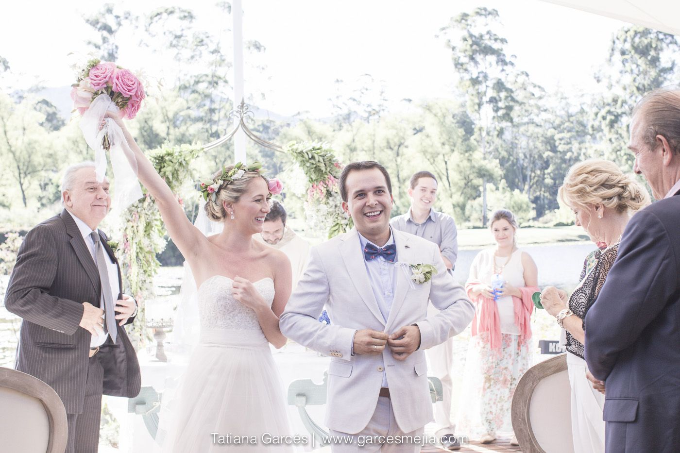 Bodas de dia, Bodas al aire libre, wedding, matrimonio, the most romantic - bodas - matrimonios - love - photowedding - Tatiana Garcés fotografía de bodas y de el amor - Salida de la iglesia