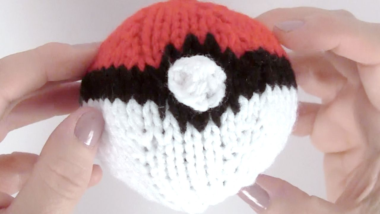 How to Knit a POKEBALL from Pokemon with