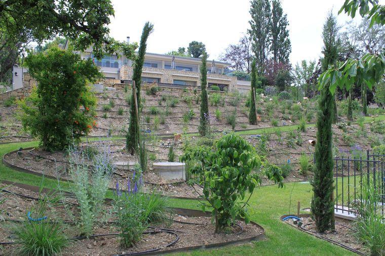 Amenagement D Un Jardin En Pente En 2020 Jardin En Pente Amenagement Jardin En Pente Amenagement Jardin