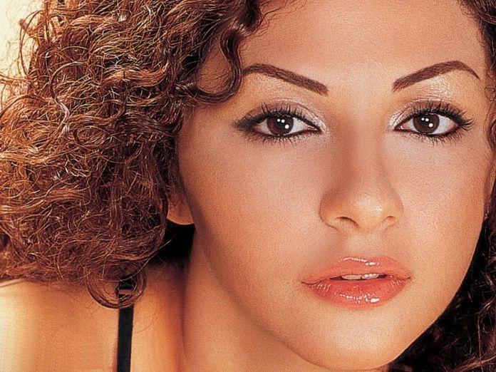 khory elisa es una cantante libanesa con el rabe y varios