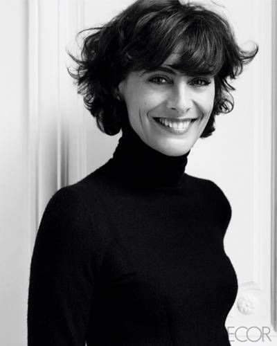 Ines De La Fressange S Home In The South Of France Elle Decor In 2020 Short Hair Styles Beauty Style Icon