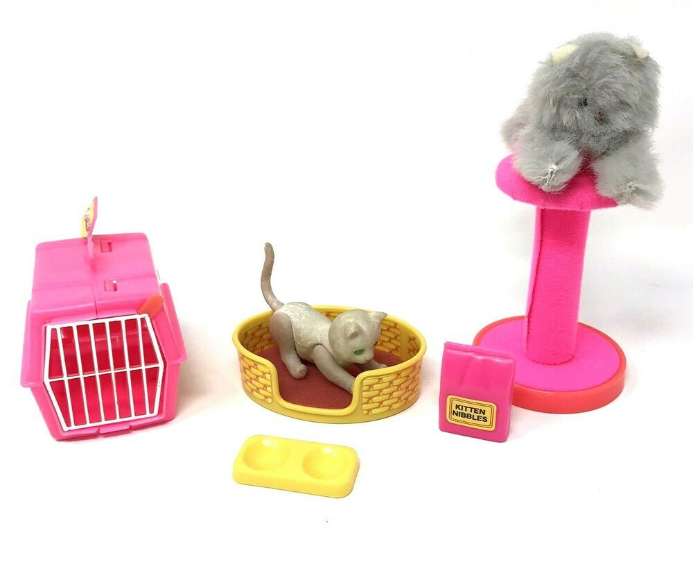 Vintage Barbie Fluff Cat Pet Set Complete Box Bed Carrier Kitten Food Bowl 1982 Mattel In 2020 Barbie Cat Barbie Dog Kitten Food
