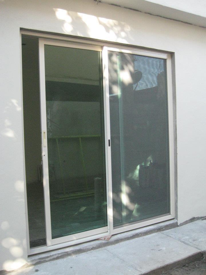 Puerta corrediza puertas pinterest laundry and backyard for Puerta ventana de aluminio corrediza