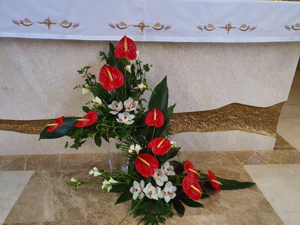 Pin By Halina Rakovska On Oltari Church Flower Arrangements Flower Arrangements Floral